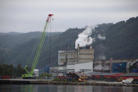 BEDRE RENSING: Rensingen av utslipp fra Eramet blir bedre og bedre, men fortsatt er det endel utslipp både til luft og sjø.