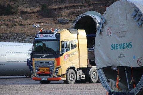 LASTEBILSJÅFØR: Jari Johannes Uimaniemi var lastebilsjåfør i transportfirmaet Silvasti som holder på å transportere deler fra lageret ved fylkesvei 42 og opp på Tonstadheia.