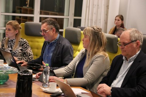 NOEN SKEPTISKE: Formannskapet i Flekkefjord ønsker å overlate til bystyret om kommunen skal søke om å få delta i statlig finansiering av omsorgstjenesten. Svein Hobbesland (Ap) sa klart fra at han «ikke ville være med på lotteri om helse og omsorgstjenesten».