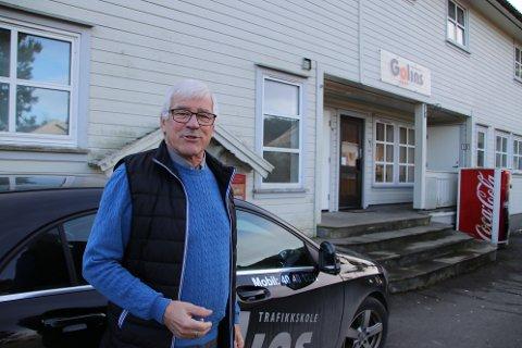 Pensjonert trafikkskolelærer Anders Golin Glendrange  mener trafikk-løsningene som er valgt på Uenes er godt ut fra de forutsetninger som er når Tunveien og P-plasser må stenges på grunn av anleggsarbeid.
