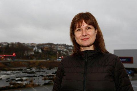 Heidi Odden (KrF)som er leder av hovedutvalget for landbruk, miljø og teknikk i Sokndal har bedt fylkesmannen svare på om Sokndal sitt flaggreglement er lovlig.  Foto: Gro Eia Østby