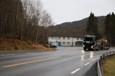 LØLAND ELLER FLIKKA: Hele regionen med unntak av Flekkefjord kommune foretrekker alternativet via Lølandsvann. Flekkefjord ønsker nytt E39-kryss på Flikka (bildet)