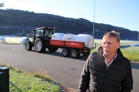 MYE PLAST: Leder Ivar Kvinlaug i bondelaget i Kvinesdal forteller at det trolig er snakk om 140 tonn med landbruksplast i året bare fra Kvinesdal.