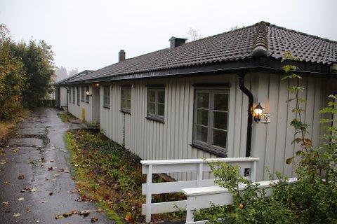 SKAL RIVES: Søylandsveien 18 med tre omsorgsboliger skal rives for å gi plass for seks nye
