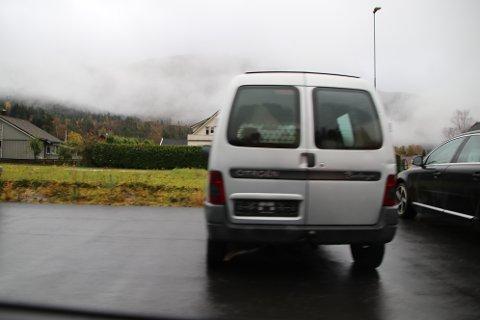 FIRMABIL: Ifølge tiltalebeslutningen skal denne firmabilen ha havnet et annet sted enn avtalt.