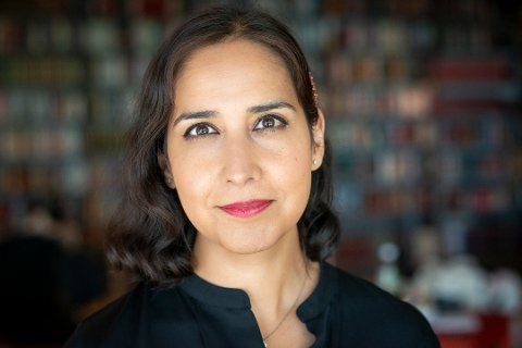 HENGER ETTER: VG-journalist Shazia Majid mener arbeidskulturen for kvinner blant annet i Flekkefjord minner om situasjonen for innvandrerkvinner.