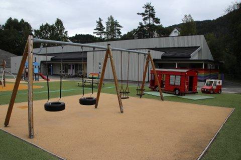 KOMMUNALE BARNEHAGER: Alle de kommunale barnehagene i Flekkefjord, inkludert Sira (bildet) skal nå kun tilby 100 prosent barnehageplasser.