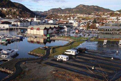 POPULÆR PLASS: Bobilparkeringen på Lasta i Flekkefjord har rekordmange besøkende i 2020. Til og med i vintermånedene kommer folk på besøk til Flekkefjord i bobil.