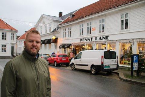 SKAL SELGES: Kirkegaten 20 (der Penny Lane leier lokaler) og Kirkegaten 22 skal selges samlet med stor eiendomsmasse i «bakgården» Eiendomsmegler Kai Birger Amundsen i Exbo står for salget.