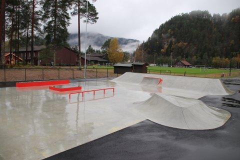 RULLEPARK: En skatepark like ved Sirdal videregående skole er en av investeringene som har kommet på plass i høst.