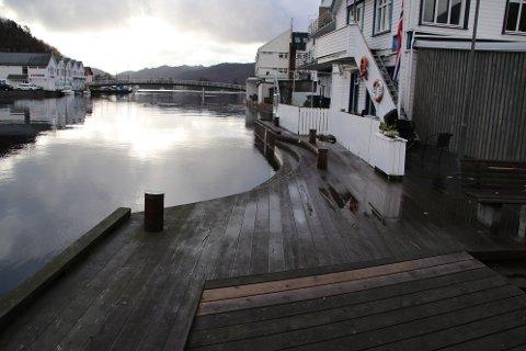 5,95 MILLIONER: Inkludert erstatningssummer kommer prisen på 5,95 millioner kroner for bryggepromenade langs Elva fra Fiskebrygga til gangbroen i Flekkefjord.