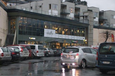UTSATT OMRÅDE: I Flekkefjord er området utenfor kjøpesenteret Amfi et av stedene der det er flest bulkeskader.
