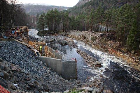 «SAND-FELLE»: Vassdragsmyndighetene (NVE) mener inntaksdammen til Dvergfossen vil fungere som en sedimentasjonsfelle (felle for sand/ mudder) i fremtidige flommer.