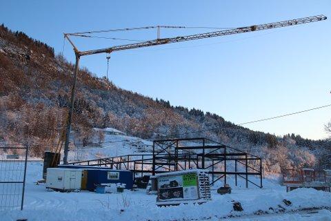 BYGGEPLASS: Øvre Egelenad er nå byggeplass for det nye Kvinesdal bedehus.