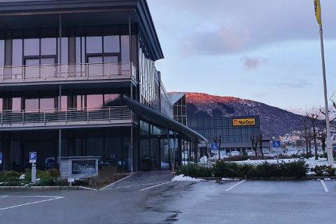 MØRKT: Foruten et nødaggregat som holder liv i blant annet ekspedisjonen, er NorDan uten strøm.