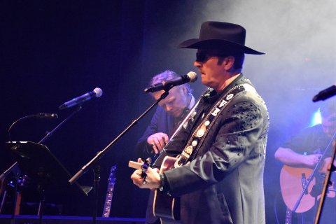 RUTINERT: Ove Frøytlog har i en årrekke arrangert countrykonserter. Nå har han utsatt en norsk countrygalla-konsert med Lillian Askeland og Ottar Big Hand Johansen til juni.