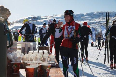 GOD STEMNING: Sirdal Skimaraton har løpslengder og klasser som passer absolutt alle. Vel i mål får deltakerne varm mat og drikke.