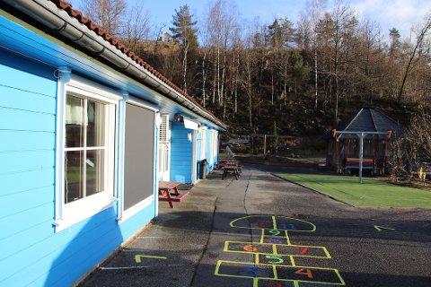 FÅR STØTTE: Flekkefjord kommune har en fordeling der om lag halvparten av barnehagene/ barnehageplassene er private (som Litledalen barnehage på bildet). Foreldrebetalingen som har uteblitt under korona-stengte barnehager og SFO får kommunene og de private barnehagene kompensert fra staten (via kommunene).