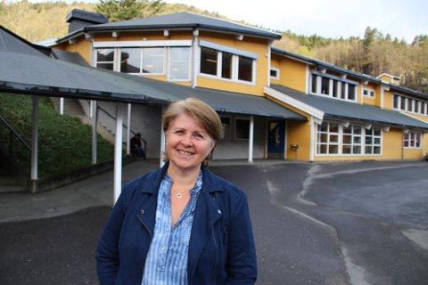 SPENT: Rektor Ingjerd Sindland er også litt spent på hvordan den nye skolehverdagen skal fungere.