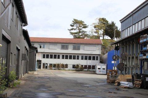 STÅR TOMT: Fitjar Mekaniske Verksted AS ansatte noen flekkefjæringer som nøkkelpersonell etter Simek-konkursen. Nå har de flyttet fra kontorlokalene på Svege til lokaler i samme bygg som Aeron.