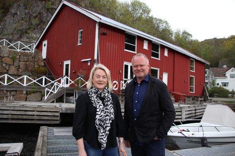 SOMMERDRIFT: Gunhild Gursli-Berg og Jon Berg har tatt på seg sommerens drift og starter «Pop up Isbua» .