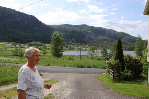 ØKSENDAL: Elfrid Ovedal som har fritidsbolig på Øksendal og hytte på Øksendalsheia har mistet troen på myndighetene etter behandlingen av Tonstad vindkraftverk.