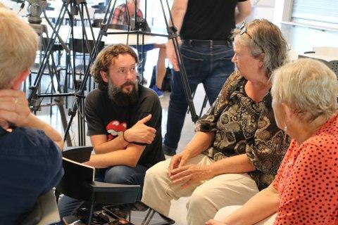 FIKK STØTTE: Harald Søllesvik (Rødt) (i midten på bildet) fikk støtte fra blant annet Senterpartiet til et krav om å følge loven når det gjelder faste ansettelser og