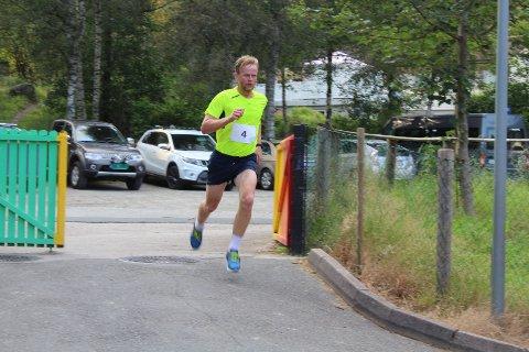 GOD PRESTASJON: Stian Homme løp inn til fjerdeplass i Bortelid Triatlon, men den raske kvindølen var kun 37 sekunder bak nest beste løper.