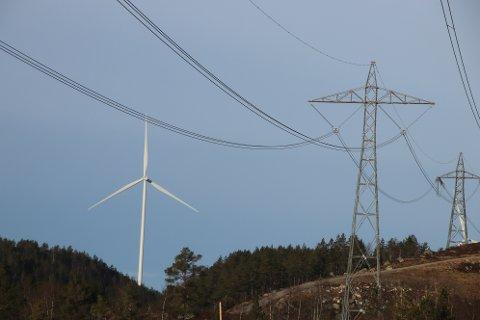 INDUSTRI:  På Tonstadheia står det mange installasjoner for kraft. Deler av dette er i Flekkefjord kommune og kommunen har nå fått utbetalt erstatning for inngrep i naturen fra Tonstad Vindpark.