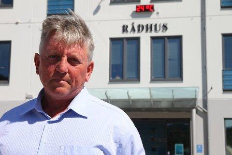 KOSTBART: Inntektstap og økte utgifter gjør at korona er kostbart. Rådmann Jens Arild Johannessen håper på gode kompensasjoner.
