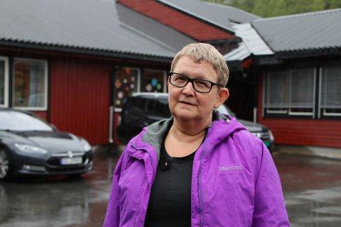 FORBEREDER SKOLESTART: Rektor Åse-Berit Fidjeland forbereder skolestart på Sinne skule. Brakkene som skal være midlertidig skole er fortsatt ikke på plass.