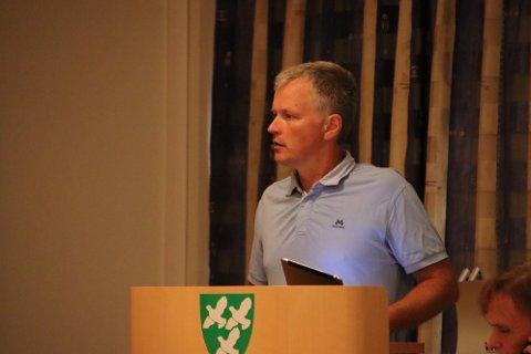 KUTTLISTE: Rolv Guddal (Ap) fikk flertall for et forslag om at rådmannen må komme med en kuttliste til neste møte.  Rådmannens forslag om å utvide den økonomiske rammen ble nedstemt.