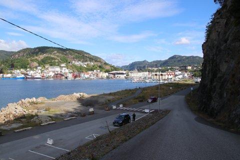 VIA SLIPPEN OG LASTA: Området mellom Slippen og Lasta er blinket ut av Norsk Vind som sted for ilandføring og midlertidig lagring av turbindeler som skal til Skorveheia sommeren 2021. Norsk Vind ønsker statlig arealplan for hele transportruten.