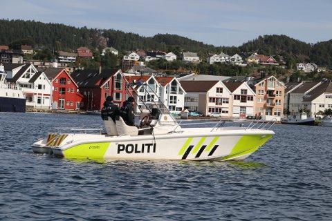 PÅ PLASS: Politibåten fotografert i Flekkefjord under besøket til kronprins Haakon. Nå skal Lister få en egen politibåt. Hvor den blir stasjonert er ikke avgjort.