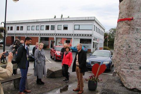 SÅ HØYT: Prosjektleder Jan Ove Grastveit for flomsikring i Sokndal kommune viste frem hvor høyt vannet vil stå i Sokndal under en 200-årsflom