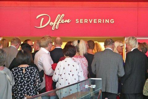 KØ: Kø ved serveringen er slik Doffen Kultursenterservering AS gjerne ville ha det. Resultatet fra 2016 til 2020 viser imidlertid at dette har vært et minusprosjekt for eierne.