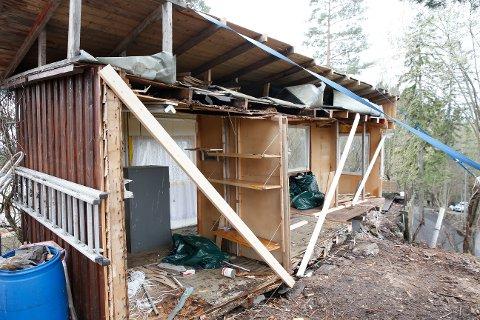 KRANGLET I 2014: Nabokrangel om en bod på Vendla på Nesøya i Oslo førte til at den ene parten delte boden i to da han mente  halvparten  av den gamle boden stod på hans eiendom. Vedkommende ble dømt for forholdet. Foto: Terje Bendiksby / NTB