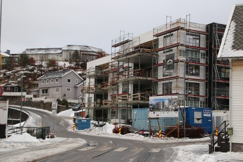 TAR FORM: Også fasaden på deler av Fabrikkgården begynner å ta form nå.
