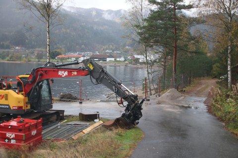 UTBEDRING: Etter en lengre prosess med båtforeningen og Sirdal kommune har kommunen ekspropriert nødvendige rettigheter av grunneier for utbedring av båtopptrekket ved å bruke litt av stranden ved det gamle båtopptrekket.