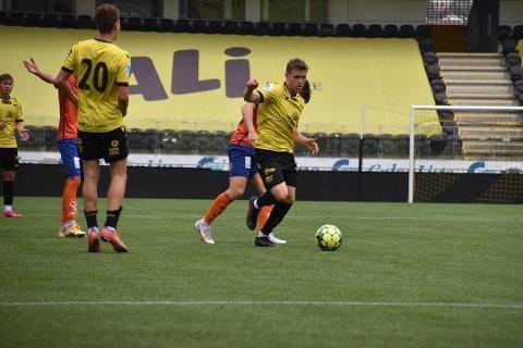 FOTBALLDRØMMEN: Fredrik Lien har en drøm om å kunne leve av fotballen.