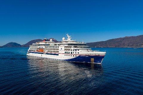 SKULLE TIL FLEKKEFJORD: Cruiseskipet «Hanseatic Nature» skulle etter planen på to rundturer i Norge i perioden fra 4. mai til 16. mai. Ulvik, Flekkefjord og Oslo stod på seilingsplanen for rundturen, men nå har Hapag-Lloyd Cruises kansellert turene.