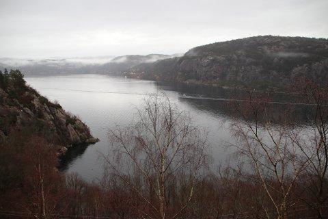BYGGVIKA: Flekkefjord kommune og Flekkefjord havnevesen vurderer å starte et reguleringsarbeid for å etablere opplagsplasser for skip og boreplattformer i Byggvika sør for Fjellse.