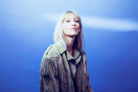 NYTT ALBUM: Hilma Nikolaisen fra Moi slipper fredag et nytt album. Nikolaisen sier arbeidet med albumet har vært et lyspunkt for henne gjennom utfordrende perioder.