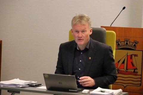 MED FATNING: Rådmann Bernhard Nilsen sier at han «tar det med fatning»  at Flekkefjord kommune ble kalt for «snylter» og «gratispassasjer» i et politisk møte i Sirdal.