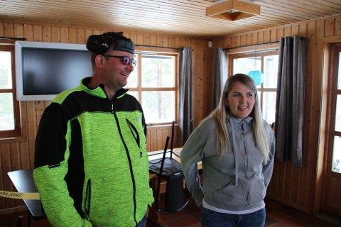 GODT FORNØYD: Pål Vegard og May Tone Josdal fra Sirdal er godt fornøyd med kjøpet av Krågeland alpinsenter. Nå er de også takknemlig for starthjelpen de får.