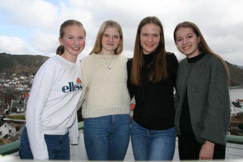 KONKURRANSE: Klassevenninnene Aurora Kittelsen Stokka, Ingrid Skailand, Selma Staddeland og Sigrid Trælandshei inviterer til påskeeggjakt. «Påskeeggjakten 2021» er også finne på Facebook.