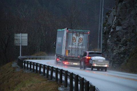 ØKE FARTEN: Biler med tilhengere kan i større grad følge fartsgrensene dersom forslaget går gjennom.