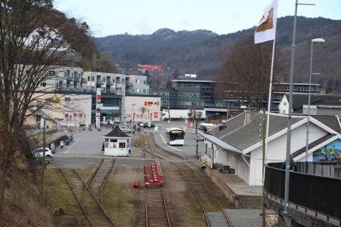 KOMMER FOR SALG: Etter det Agder erfarer er det snakk om at både Flekkefjordbanen og stasjonsområdet ønskes solgt til kommersielle aktører, eller museumsaktører, eller en kombinasjon av disse. Flekkefjordbanen strekker seg som kjent helt fra stasjonsområdet i Flekkefjord til Sira stasjon.