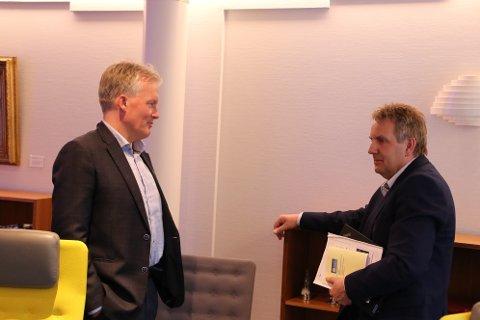 PUSTER LETET UT: Både rådmann Bernhard Nilsen (til venstre) og daglig leder Kurt R. Stordrange i Flekkefjord Kommunale Pensjonskasse (FKP) kunne puste lettet ut da den kommunale pensjonskassen kom ut med et solid plussresultat til tross for et svært turbulent år.