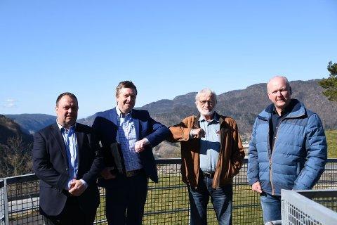 SATSER STORT: Eilif Sandvand Galdal, Tore Knapskog, Terje Mikalsen (HydrogenPro) og Åge Breimoen fotografert på Utsikten onsdag formiddag.